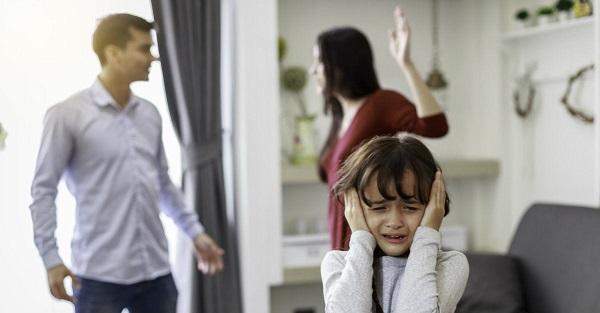 به فرزندان طلاق اجازه دهید که در مورد احساسات خود صحبت کنند