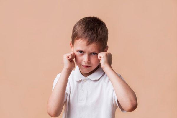 دعوای کودکان با یکدیگر